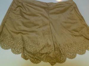 Kensie Shorts Soft Faux Suede Scalloped Hem Med